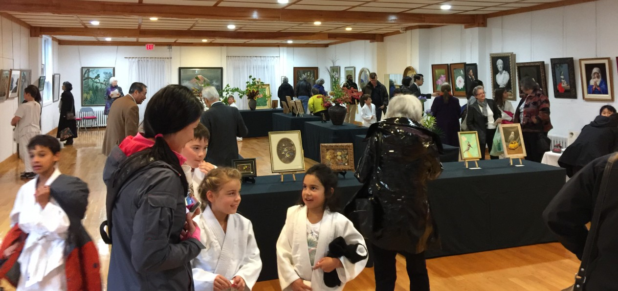 visitors to art show 2016
